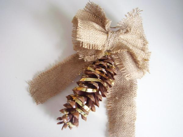 Easy to make pine cone ornament kids craft
