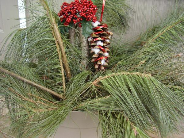 Kids can make a pine cone Christmas ornament craft