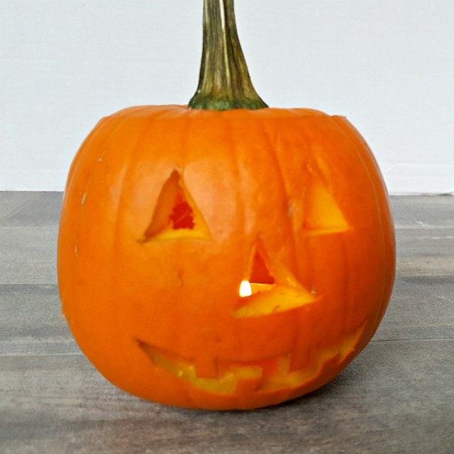 Lighted pumpkin Halloween craft for kids