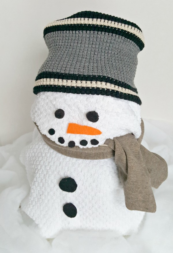 Snowman theme gift wrapping activity