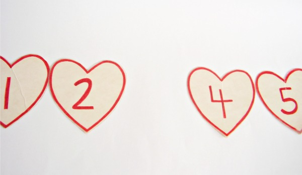 Sort numbered Valentine cards in order from 1 to 5