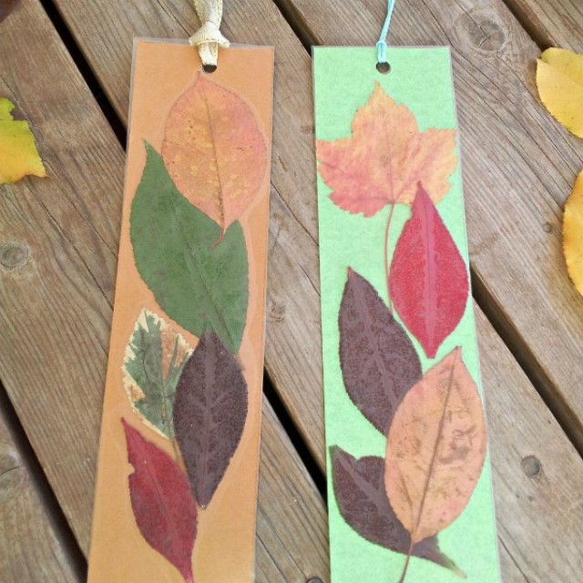 Bookmark preschool craft with autumn leaves