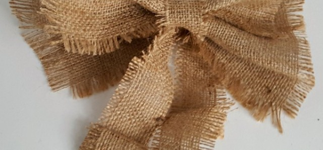 Burlap bow easy to make for holiday decorating