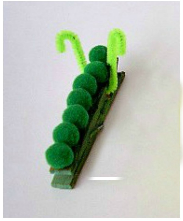 Caterpillat craft with pompoms and clothespin