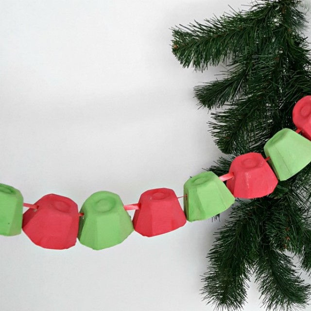 Christmas decoration kids craft recycled egg cup garland2