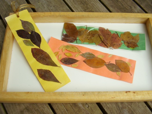 Fall leaves bookmarks craft for kids - Preschool Toolkit