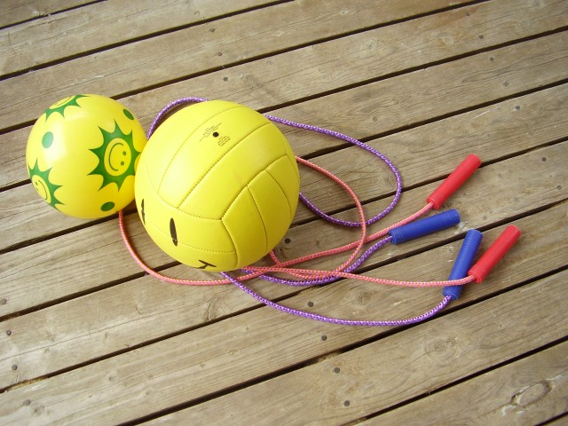 Backyard games and activities preschoolers can play in the backyard in spring and summer