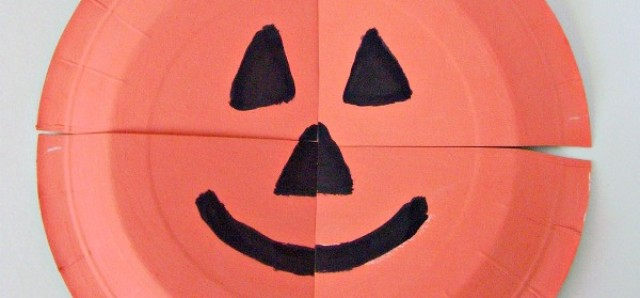 Paper plate puzzle Halloween pumpkin craft for preschoolers