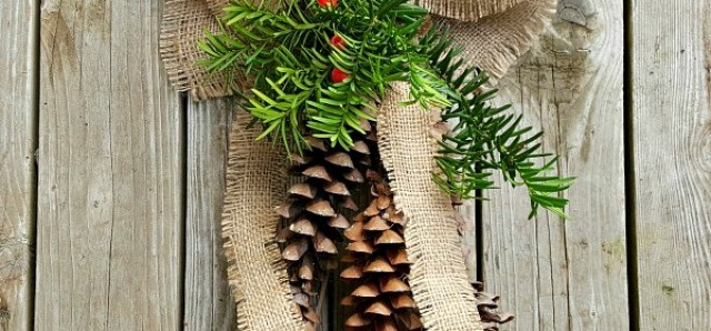 Pine cones and burlap DIY Christmas decoration