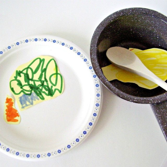 Thanksgiving preschool craft and pretend play with a paper plate