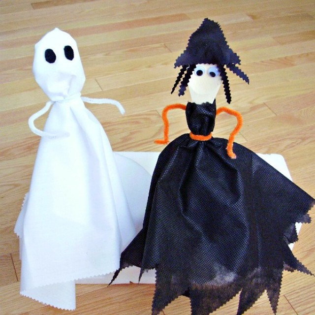 Wooden spoon puppets kids can make for Halloween pretend play