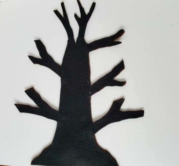 Felt tree reversible with black side showing