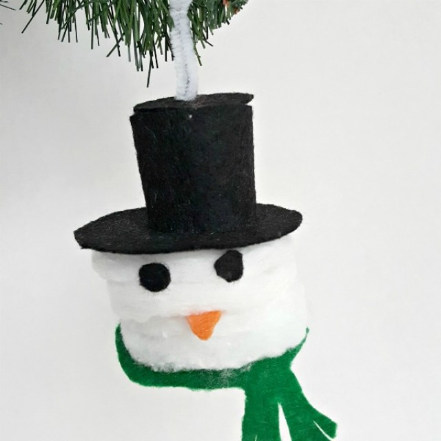 Snowman Christmas ornament kids can make with cotton rounds and felt