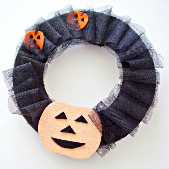 Halloween wreath easy to make decoration for home or school